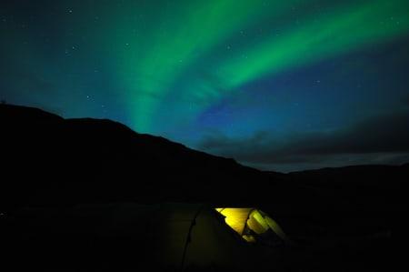 MAGISK: Nordlys og nordnorsk natur lokker stadig flere ungdommer nordover for å ta et år på folkehøgskole.