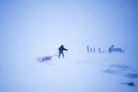 SJEKKPUNKT: Ønsker man hvile må man etablere leirplass og sove i telt. Ingen assistanse blir gitt underveis i løpet, bortsett fra i nødstilfelle.Foto: Kai-Otto Melau/Xtremeidfjord