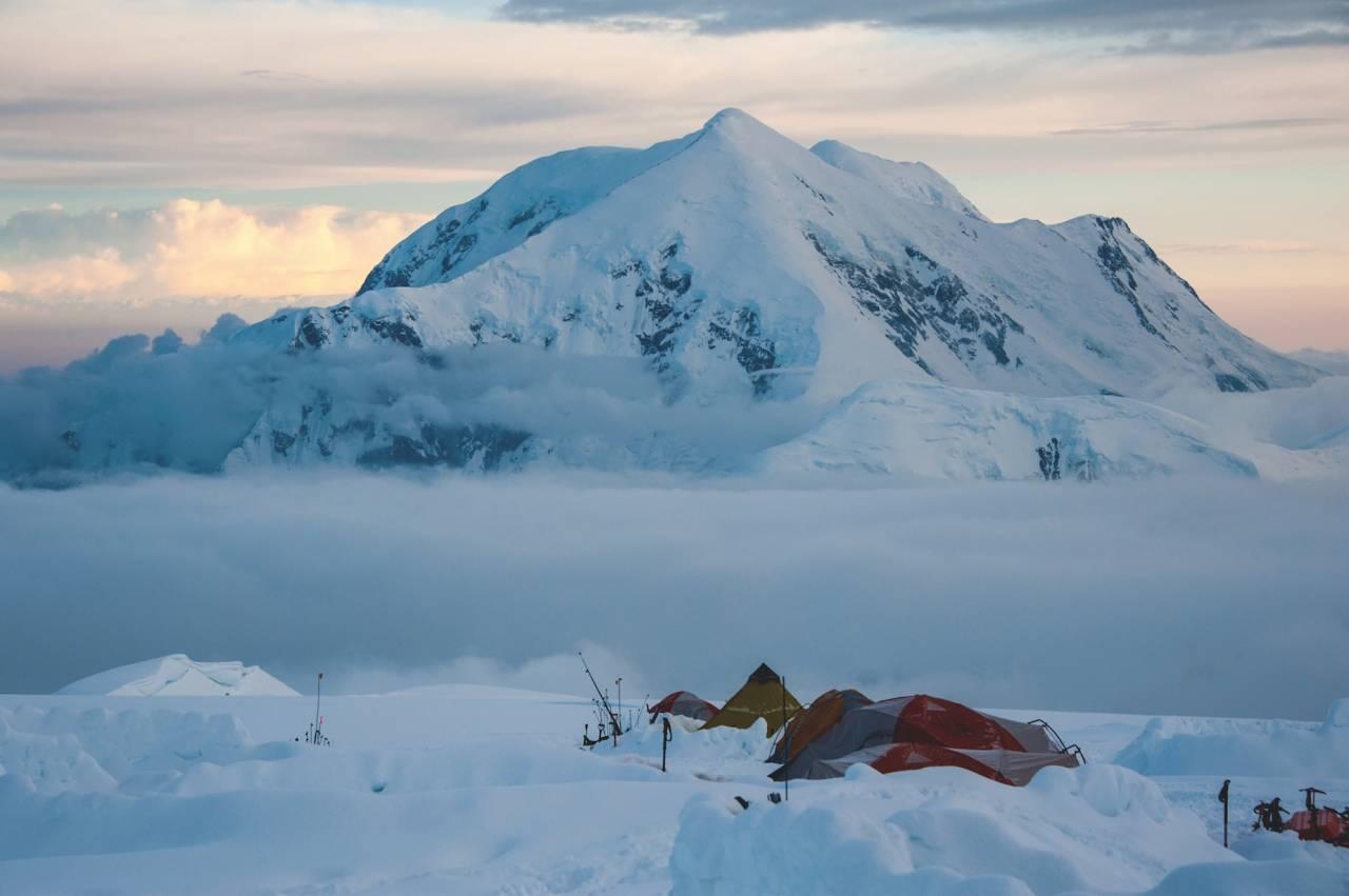 TUR TIL DENALI: Å klatre Denali er en spektakulært vakker opplevelse. Alle som klatrer Denali har som mål å nå toppen. Men glem for all del ikke å nyte den flotte naturen og den klare luften.