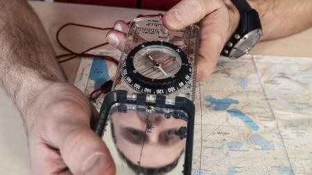 STEMMER KARTET MED TERRENGET? Kart og kompass er ikke så veldig vanskelig å bruke, men det krever kunnskap og trening. Foto: Christian Nerdrum