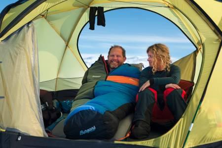 Å prøve å krysse Grønlandsisen er jævlig tungt, men det gjør det en smule lettere å gjøre det sammen med fantastiske Cecilie Skog.
