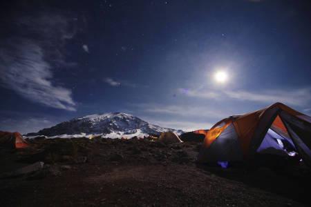 MEKTIG: Verdens høyeste fjell er både et mektig syn, og en mektig opplevelse. Foto: Matti Bernitz