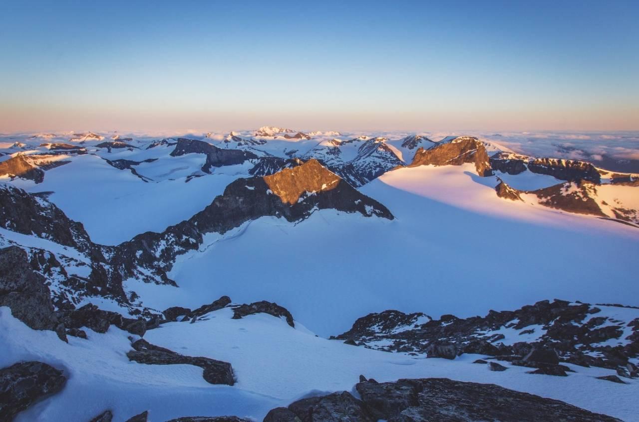 NORGESTOPPEN: Galdhøpiggmassivet er høyeste steinrøys nord for Alpene og byr på lett tilgjengelige vårskiturer mellom ni majesteter over 2300 meter.