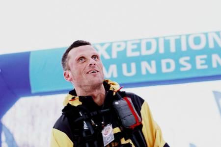 EXPEDITION AMUNDSEN: Thomas Andersen har deltatt alle gangene i det tøffe fjellskiløpet over Hardangervidda. Her krysser mållinja som førstemann i 2013. Foto: Dag Oliver