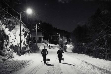 EN DEKKOPERASJON I ØSTMARKA: En litt annerledes kveldstur. Foto: Line Hårklau