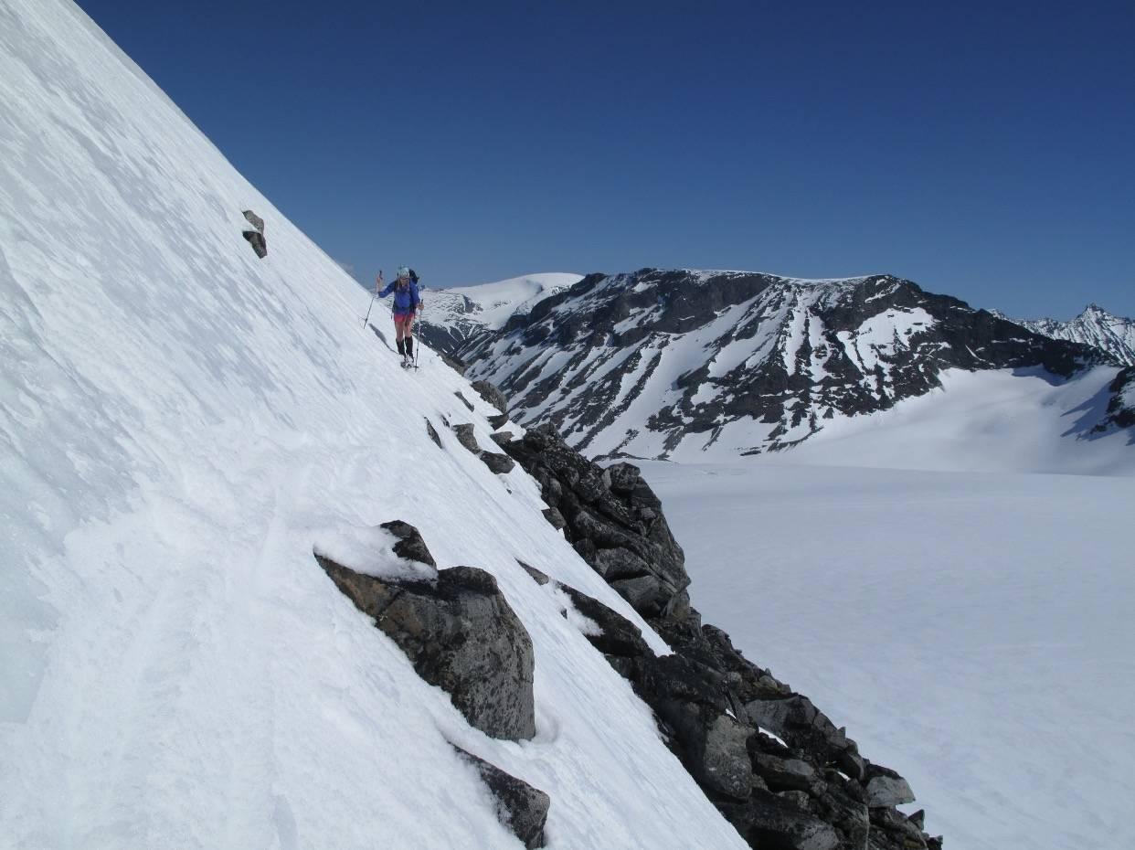 VÅRSKITUR I JOTUNHEIMEN: Galdhøpiggmassivet er høyeste steinrøys nord for Alpene og byr på lett tilgjengelige vårskiturer mellom ni majesteter over 2300 meter.