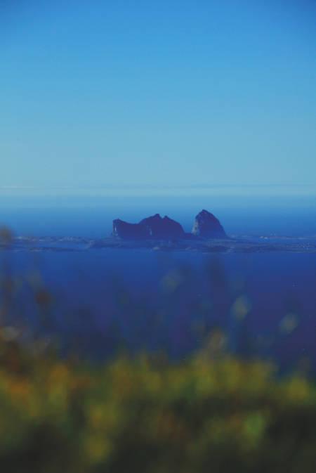 FRA NABOØYA: Træna sett fra toppen av Lovundfjellet