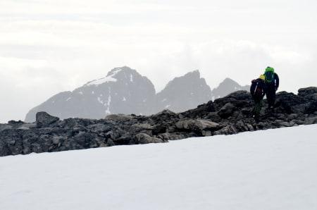 Turistene fascineres fortsatt av Jotunheimen. Foto: Ida Eri Sørbye