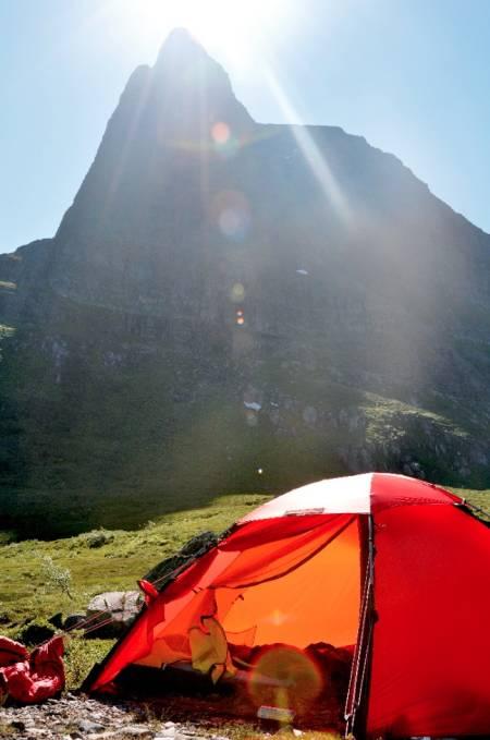 Morgenstund: Alpin start, tidlig på morgenen, hadde vi ikke tenkt på da vi koste oss med frokost i sola. Foto: Sandra Lappegard