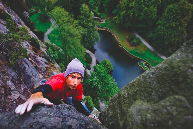 LEKELAND: Hvilke klatrefelt du skal velge på Sørlandet, handler først og fremst om hva slags klatring du ønsker å gjøre, hvilket nivå du er på, men også om hvilken tid på året du er her. Foto: Linett Eriksen Birkeland