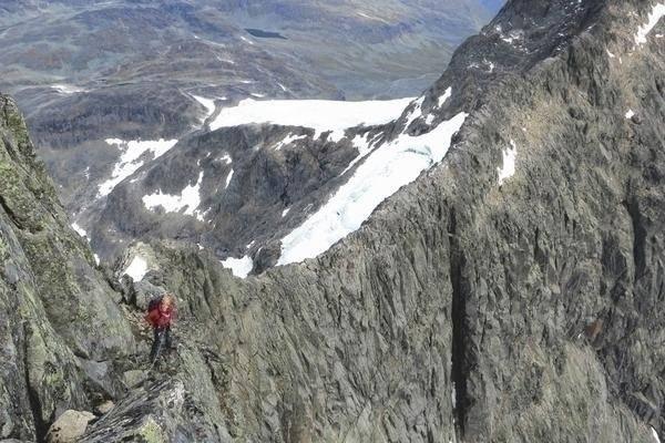 PÅ EN KNIVSEGG: På den mektige Styggedalsryggen kan man vandre over noen av Norges villeste fjell. Foto: Ivar Marthinusen