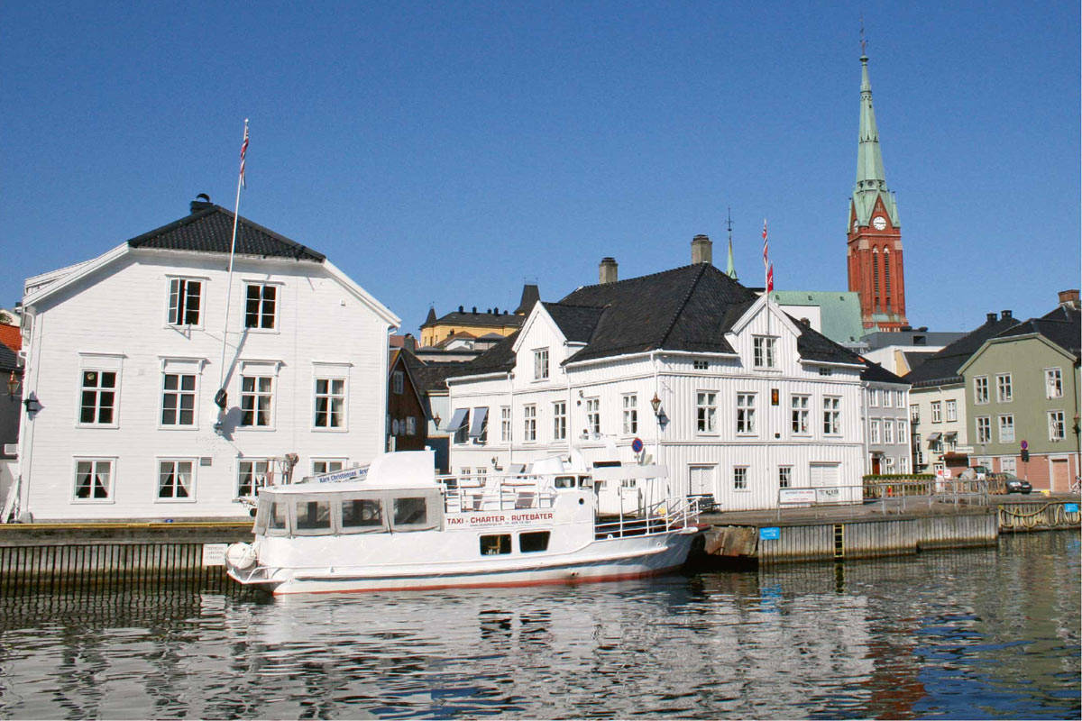 Pollen i Arendal er byens egentlige hjerte. Herfra går det også båt ut til Merdø. Foto: Arendal Turistkontor
