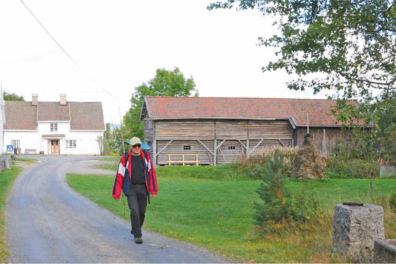 Du passerer museet Grasham gård som ligger i den flotte bygda Tveide i Birkenes. Foto: Arild Tveide/Barnevandrerstien