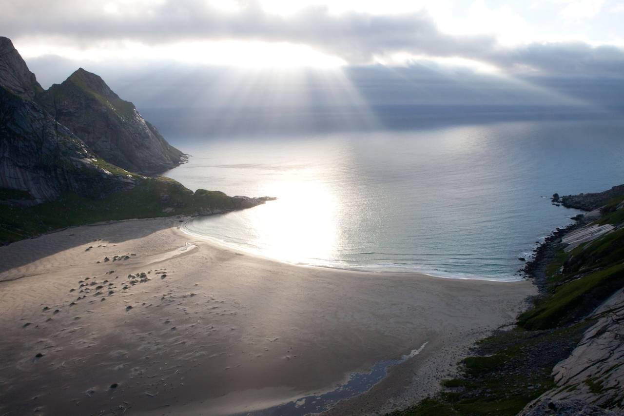 BUNESSTRANDA: Nesten hver eneste sommer kåres Bunesstranda til en av Norges vakreste strender. Når du selv har besøkt den vakre sandstranden, lurer du på hvorfor det ikke kan slås fast en gang for alle. Foto: Kristin Folsland Olsen