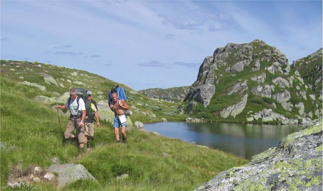 På vei inn mot Gaukhei i lettgått fjellterreng. Foto: DNT Sør