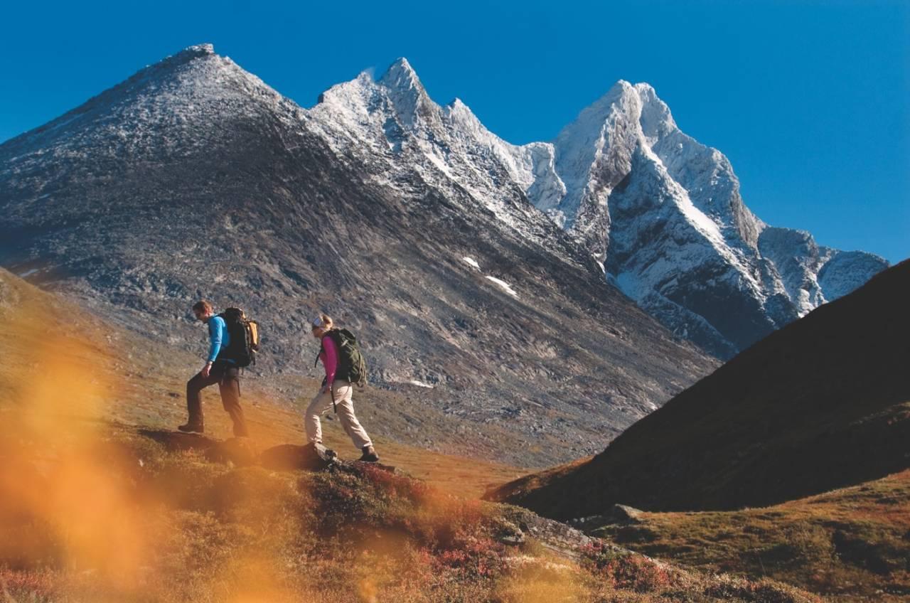 FJELLTUR I HURRUNGANE: Hurrungane ligger vest i Jotunheimen, kjent for en rekke majestetiske fjell som er oppnåelige for ivrige fjellfolk. Du drar kanskje kjensel på Skagastølstindane? Foto: Matti Bernitz