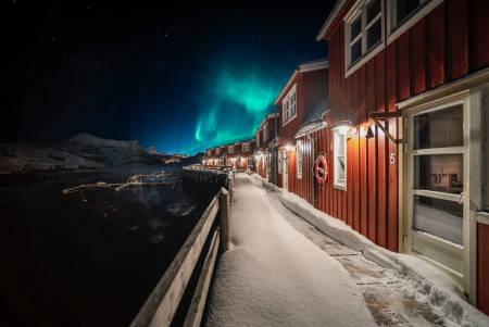 Lofoten Skilodge ligger idyllisk til i Kabelvåg. Foto: Lofoten Skilodge