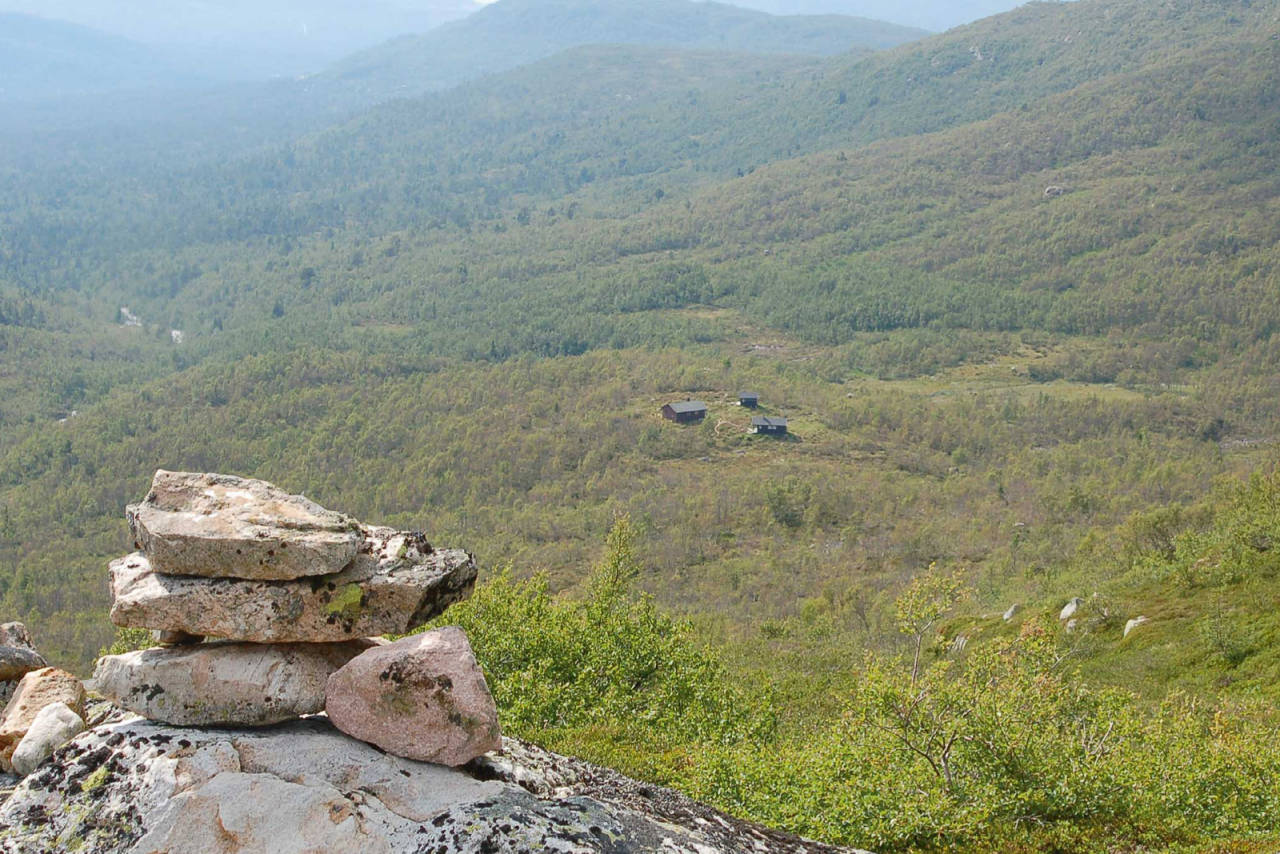 Fra toppen over Berdalsbu er det god utsikt. Foto: Walter Pedersen/Aust-Agder Turistforening