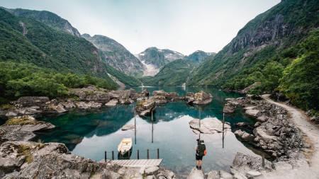 BONDHUSVATNET: Bondhusvatnet ligger i Mauranger, mellom Rosendal og Odda, og regnes som en lett fottur etter DNT-systemet. Foto: Sondre Forsell