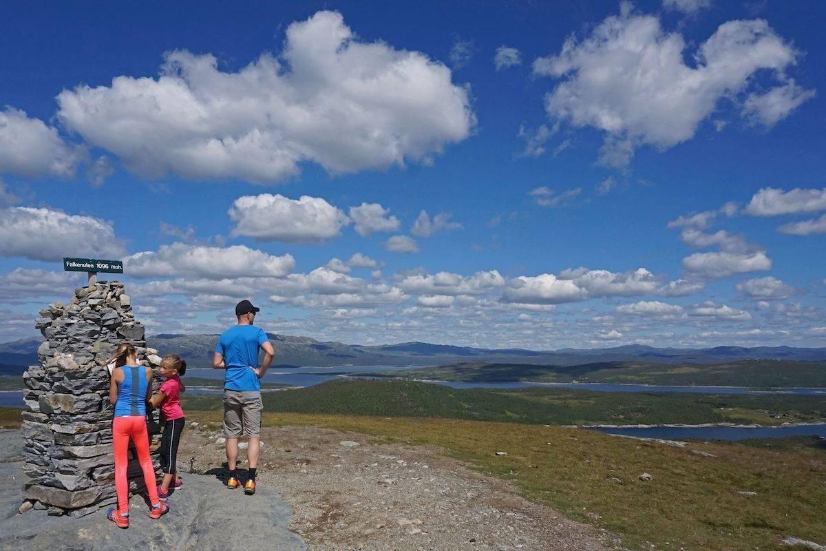 Topp utsikt fra Falkenuten. (Foto: Erlend Larsen)