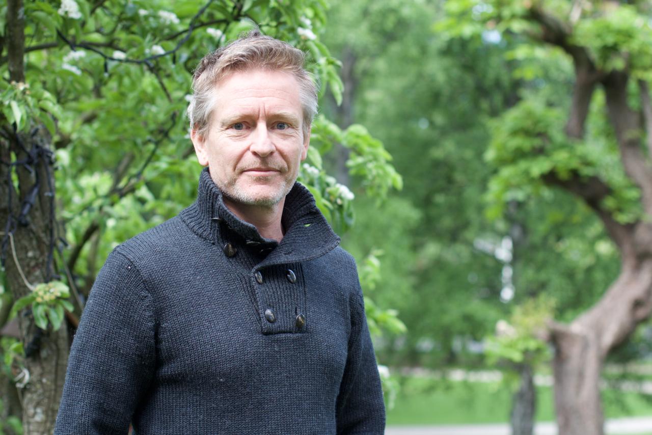 FRILUFTSSJEL: Når han ikke er på scenen, finner skuespiller Henrik Mestad det befriende å komme seg til skogs eller fjells. Foto: Charlotte Iversen