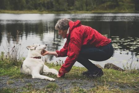 DRIVER PÅ: Liv Arnesen er en av Norges få førstekvinner i verdenssammenheng. Hun lever kanskje et tilbaketrukkent liv, med mindre man ser litt større på det. Foto: Line Hårklau