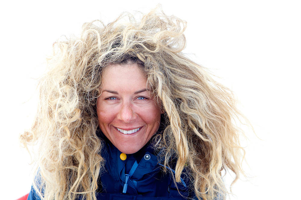 GRØNLAND: Bad hair day, men også en helt vanlig frisyre på tur. Her er Cecilie på tur med Truls Svendsen, og det som ble TV-serien Tjukken og Lillemor. De to krysset Grønland i 2014. Foto: Marte Stensland Jørgensen