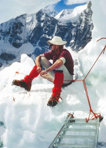 EVEREST: I 1971 var Odd Eliassen deltaker på en Everest-ekspedisjon der en indisk klatrer døde på fjellet. Lenge sverget klatreren på at han aldri skulle tilbake, men 14 år senere var Eliassen med på den norske Everest-ekspedisjonen ledet av Arne Næss jr. Foto: Privat