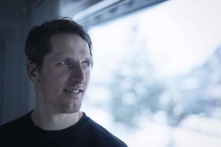 TILFREDS: – Det er fint å kunne prate om litt annet enn bare skiskyting, synes Lars Berger, etter at han ga seg med toppidretten. Foto: Kristoffer H. Kippernes