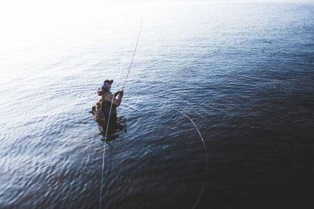 GENERASJON VILLMARK: Bjørn Tore Kjølholt går aldri lei av å fiske. Blant fiskeentusiaster er han kjent for bloggen rosareke.no. Foto: Kristoffer H. Kippernes