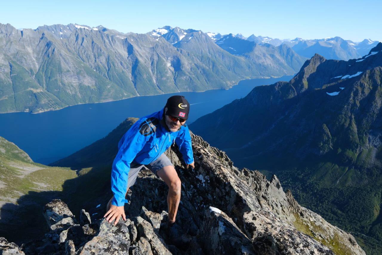 PÅ LISTETOPPEN: Ove Lotsberg har vært på alle fjelltoppene i Møre og Romsdal. Foto: Linda Bakken