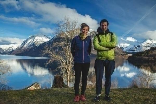 FJELL OG GRØNNSAKER: De nyinnflyttede verdensstjernene har funnet seg sitt lille paradis i en fjord på Vestlandet. Foto: Matti Bernitz Pedersen