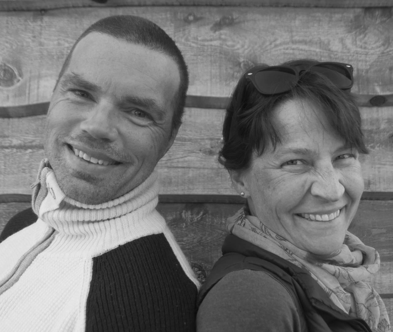 BOKAKTUELLEIGJEN: Julia og Morten Helgesen har en hobby som holder dem gående. De samler på fjelltopper. Sammen driver de Glittertind Forlag. Foto: Gunhild Aaslie Soldal