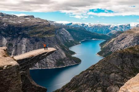guiding norge fjell tur turisme hvitserk breogfjell ivrig korona utemagasinet trolltunga
