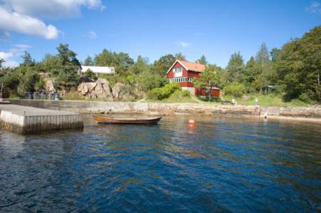 Hytta Ommen ligger idyllisk til på Nesoddlandet, og inngår i Kystleden. Foto: Oslo Friluftsråd