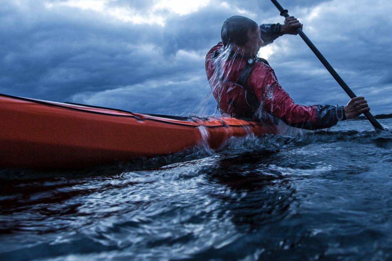 QUICK FIX: Hvis du vil slippe å dra deg ut av båten må du lære eskimorulla. Bilde: Christian Nerdrum