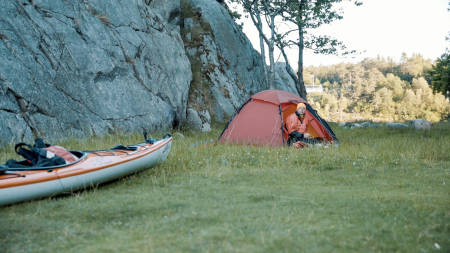 Lars Verket har satt opp teltet rett i nærheten av DNT Sør sitt sted på Tømmerstø.