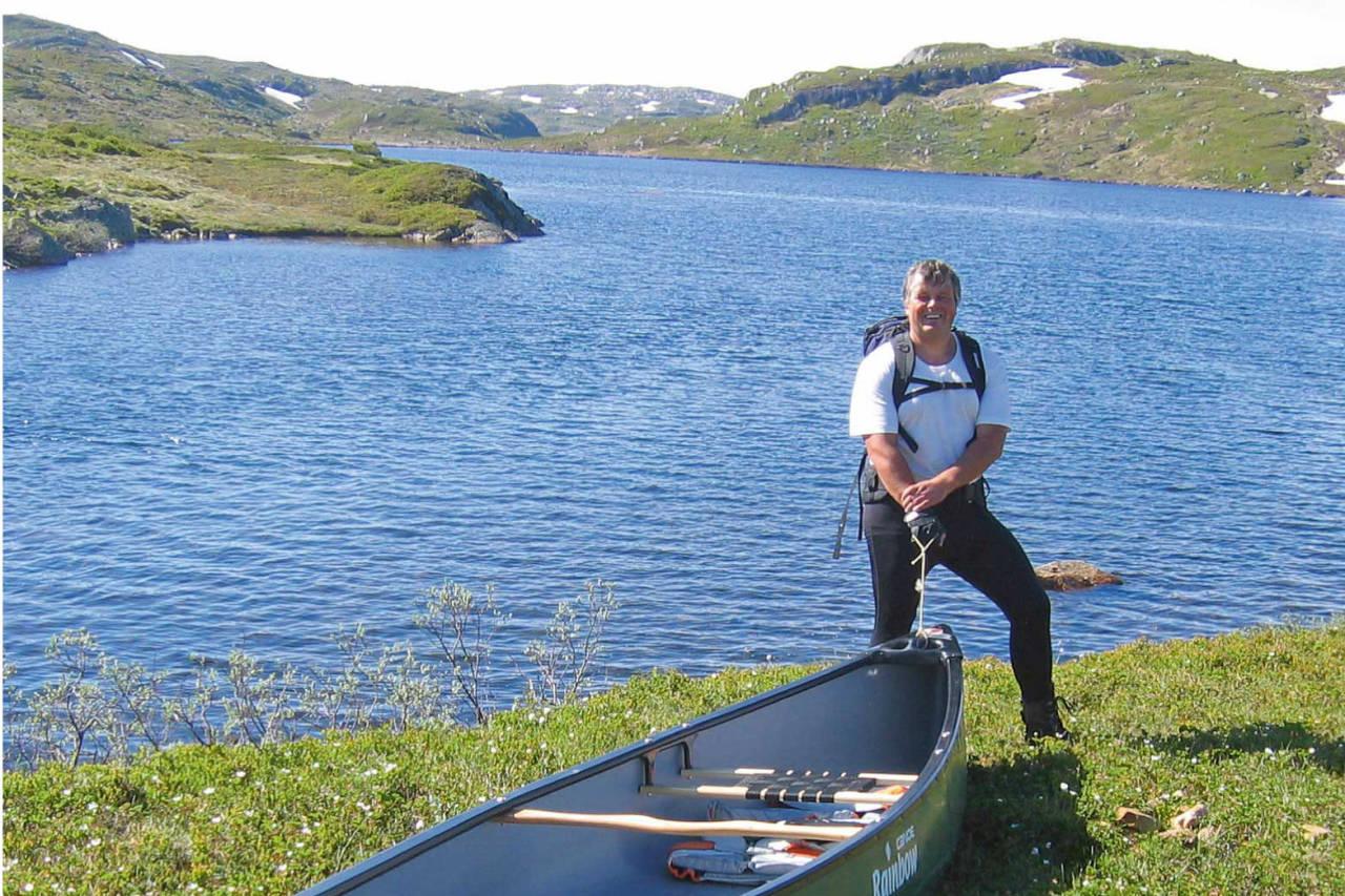 På vei innover i fjellriket med kano. Monsvatnet er en fin padleperle i fjellet. Foto: Harald Flå