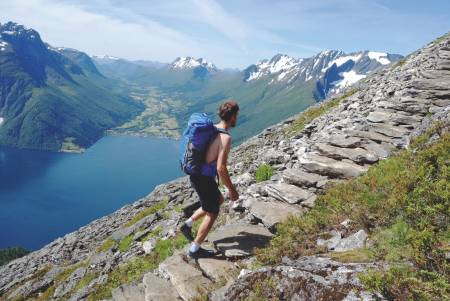 TILRETTELAGT FRILUFTSLIV: Steintrapp er en ny realitet på mange populære fjellstier. Foto: Sandra L. Wangberg