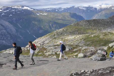 Går man i fjellet en fin høstdag er det lett å se hvem som er norsk og hvem som er utlending, skriver kronikkforfatteren.