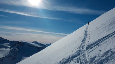 Det må settes et kraftigere fokus på de reelle farene i fjellet, mener mastergradsstudent Kristine Blekastad Sagheim. Bildet er tatt på vei opp mot Leirhøe, Jotunheimen. Foto: Kristine Blegastad Sagheim