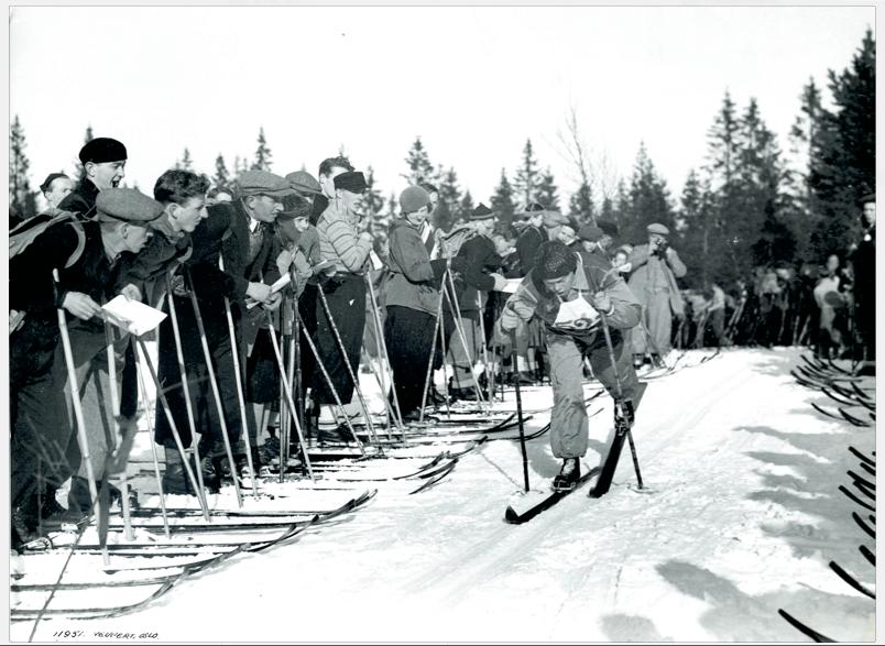 FEMMILA I HOLMENKOLLEN: Sverre Brodahl på femmila i Holmenkollen på 1930-tallet. Han vant aldri langløpet i Holmenkollen, men i kombinert-konkurransen i 1937 sto han øverst på pallen. Foto: Skimuseet
