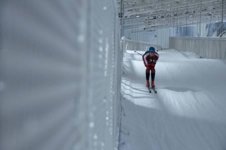 INNE PÅ SNØ: Nå har det blitt mulig å gå inn på ski også i Norge, hele året. Foto: Gunhild Aaslie Soldal