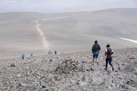 BESSEGGEN: Besseggløpet er Norges eldste fjelløp. De fleste tar turen over Besseggen som en dagstur, med fjellstøvler og sekk. Foto: Gunhild Aaslie Soldal