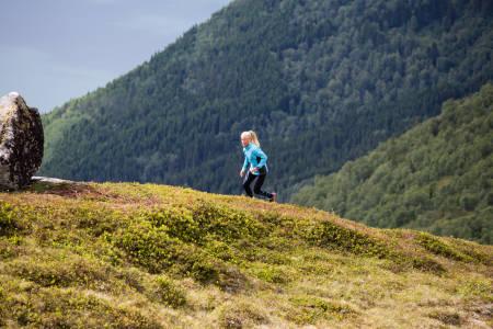 MOTIVATOREN: Malene Blikken Haukøy har mange gode grunner til å løpe. Å komme seg opp og ut i fjellet bare en av de. Bilde: Christian Nerdrum