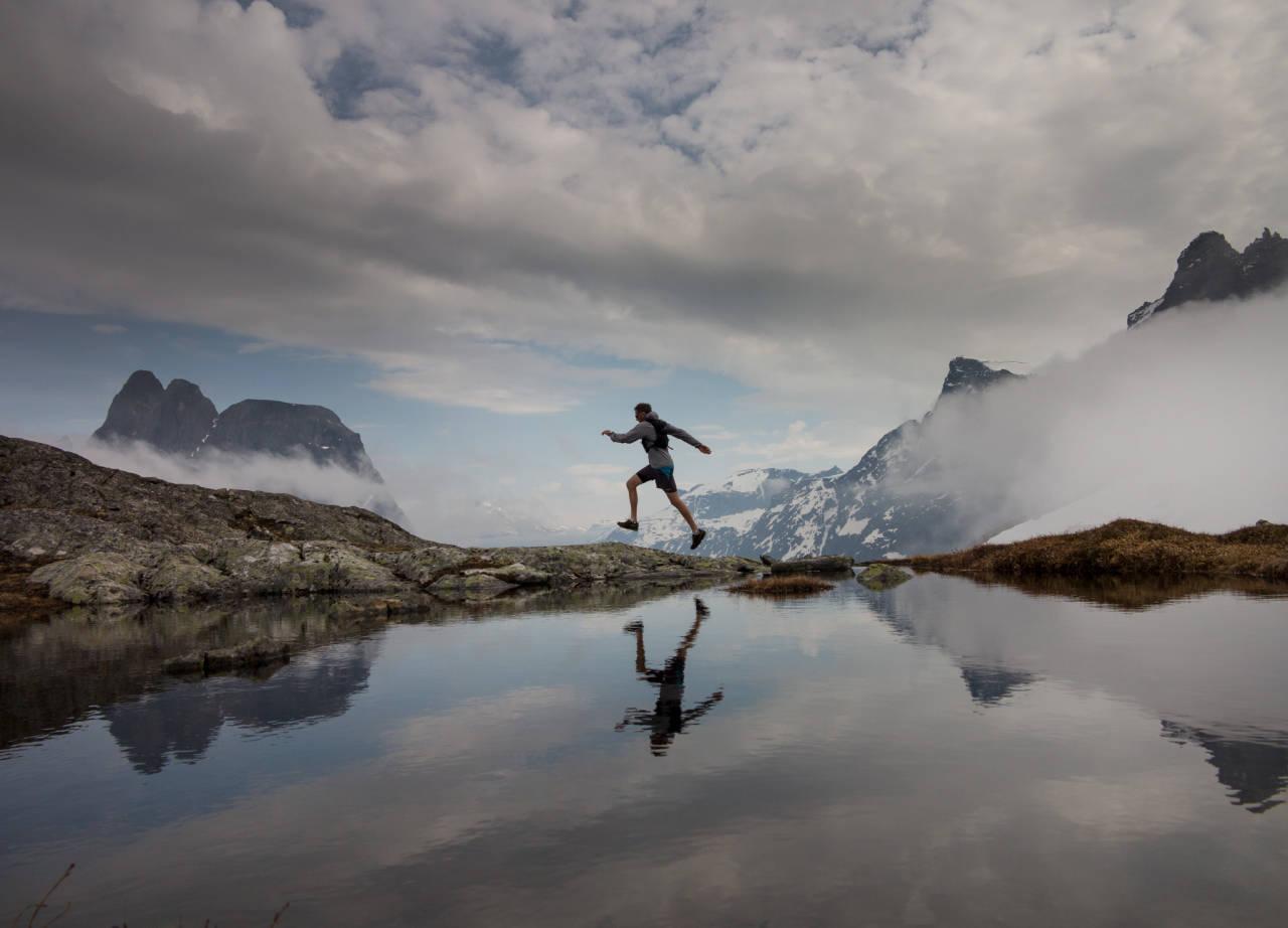 NORAFJELLET: Et lett valg med løpesko. Her er du omgitt av steile, storslagne fjell. Foto: Matti Bernitz Pedersen