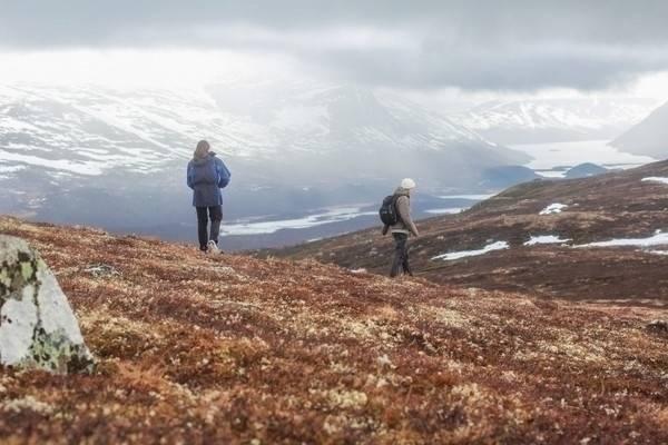PUST: Når vi går eller løper, hører vi. Vi er stille, med unntak av lyden av våre egne steg, pust og hjerteslag. Foto: Charlotte Oliversen