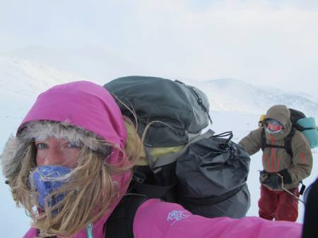 HEDMARK: Rondslottet (2178moh.) på grensen mellom kommunene Dovre i Oppland og Folldal i Hedmark. Fysisk sett er ikke turen veldig krevende, men det er lange avstander og en god del stigning. Turen blir dermed krevende på sin måte og kommer man langveisfra med bil skal det godt gjøres å få til hele turen på en dag. Vi rakk det hvertfall ikke og endte med å slå opp teltet på 1540 moh en kaldt vinternatt i februar. Dessverre blåste det ikke noe mindre morgnen etter og etter 50 høydemeter til i tåke måtte vi snu. Det ble en ordentlig lærepenge den turen der – man går ikke bare for å nå toppen, det skal være en fin tur i seg selv. Det ble det neste forsøk og selv om vi hadde litt lite snø, vil jeg si Rondslottet er en innmari artig tur å gå på vinteren hvis man er glad i å kjøre på ski. Tross en god del innmars er det jevn og fin stigning til toppen og ikke noe alpint ved turen annet enn at man skal være obs på hvor «kanten» er på hver side