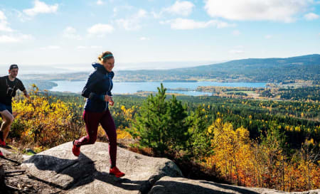 BARLINDÅSEN: Emelie Forsberg lanserte boka si Sky Runner på norsk i 2018. Vi møtte henne under en liten løpetur til Barlindåsen. Foto: Mats Andersen/Salomon