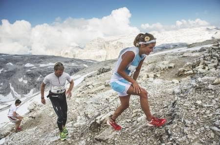 RASK: Emelie Forsberg er en av verdens raskeste kvinner til å bestige fjell. Men hun er altfor glad i å kjøre på ski til at hun vil satse kun på løpingen. Foto: Droz Photo